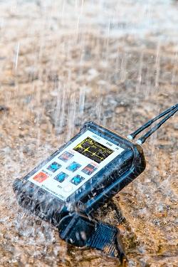 Ультразвуковой толщиномер УТ907. Устойчив к влажности и осадкам.